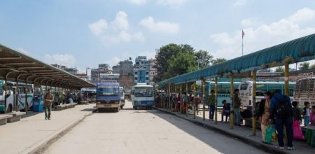कोरोनाको त्रास : यात्रु नपाउँदा खाली खाली गुड्दैछन सार्वजनिक यातायात