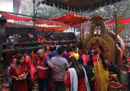 नवरात्रको सातौं दिन आज, नौ दुर्गामध्येकी कालरात्रि देवीको विधिपूर्वक पूजा…