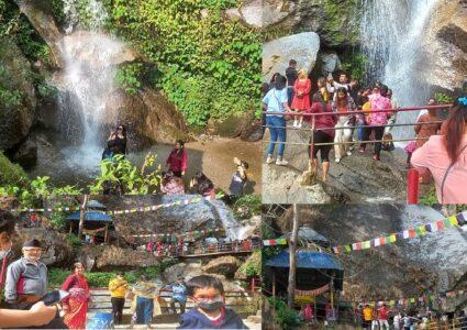 काठमाडौंबाट नजिकैको पर्यटकिय गन्तब्य 'झोर', शनिबार यस्तो देखियो (फोटो डायरी)